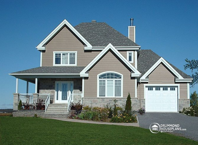 Country house plan with separate dining and living room – no open concept here!
